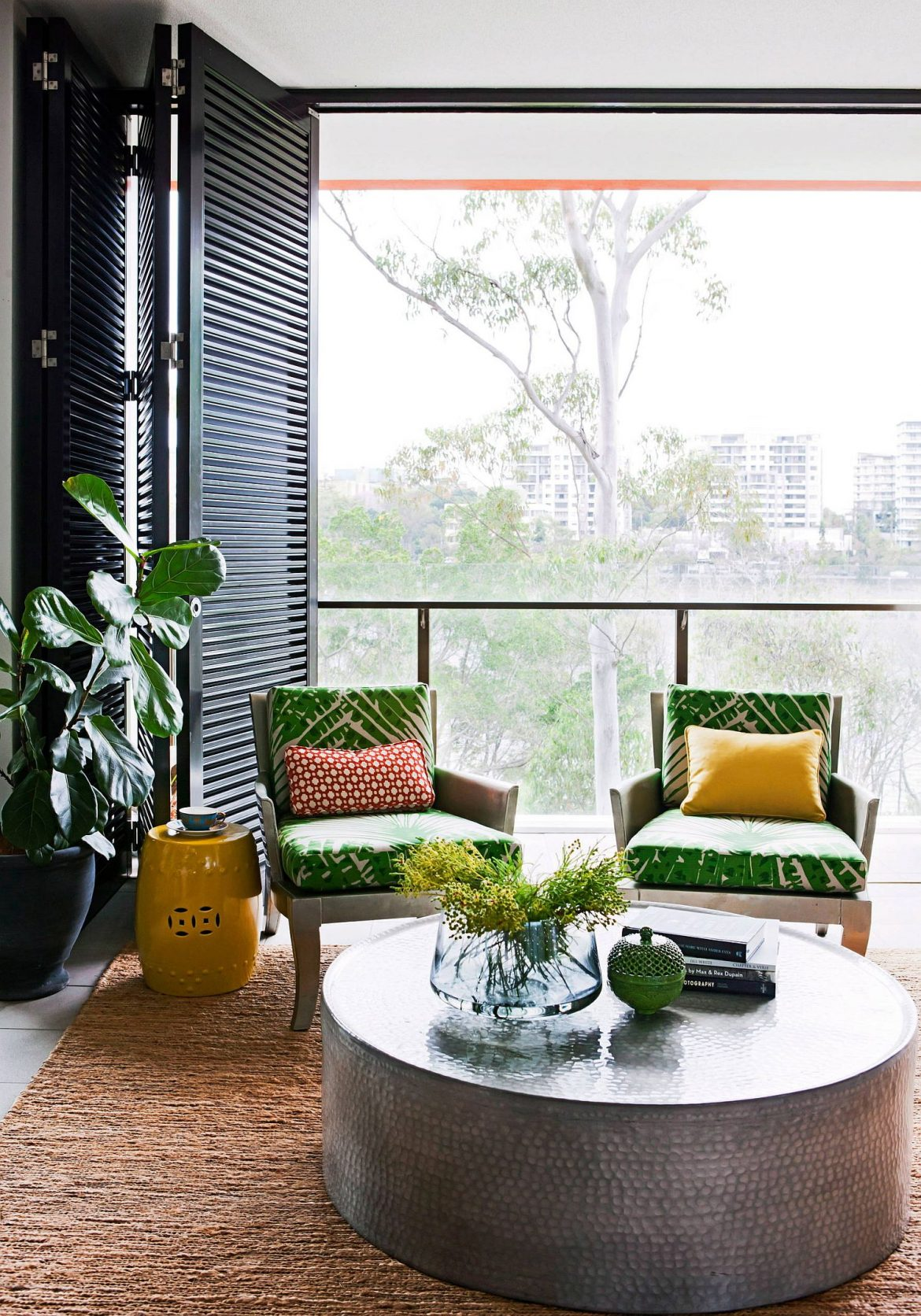 25 Tropical Living Rooms Showcase Ideas Full of Color and Personality